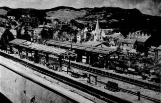 Station met heuvellandschap